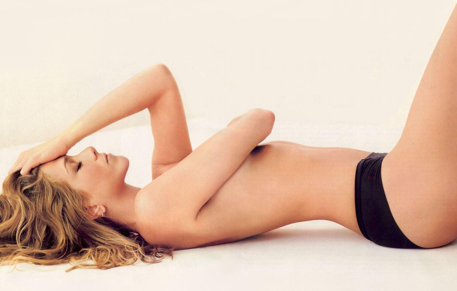 Aqu Vemos A La Actriz Jennifer Aniston Posando Desnuda Tan Solo