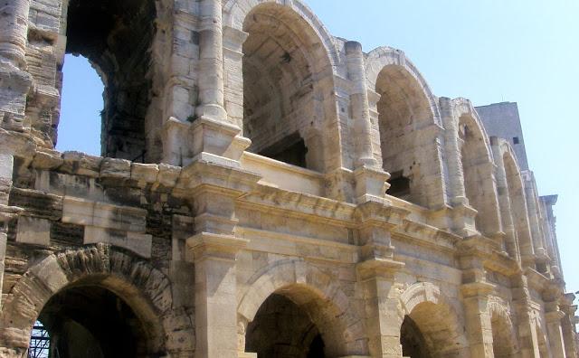 Arles: Arènes d'Arles/ Roman Coliseum