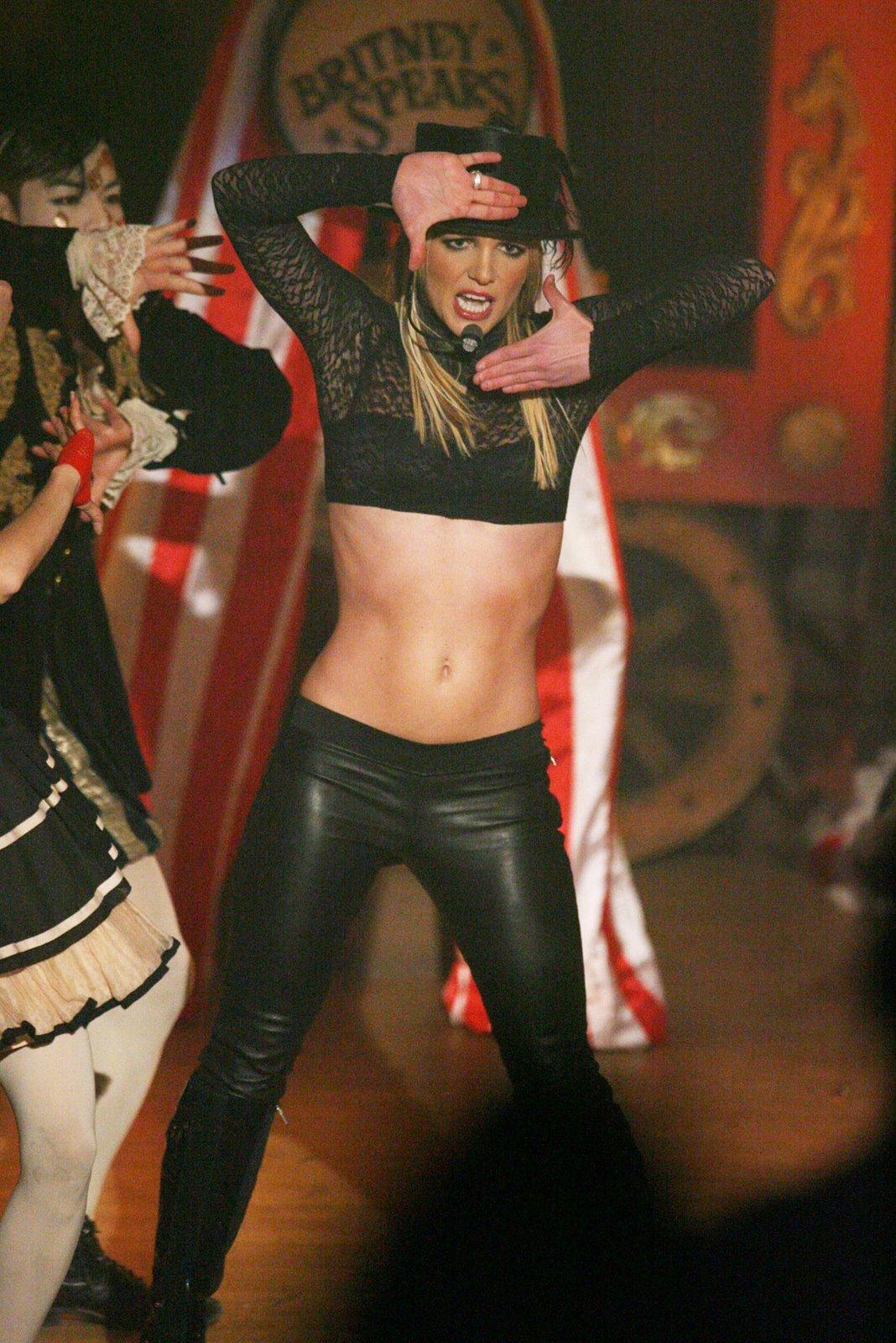 http://1.bp.blogspot.com/_K3hKxrxQGBk/SwFe_nqnsfI/AAAAAAAAKNQ/ks4wpnGvF3o/s1600/Britney+Spears+Circus+Does+Good+Morning+America+!+3.jpg