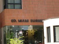 Olha o nome desse prédio corporativo: Miami Business!!! E ele está no Itaim...