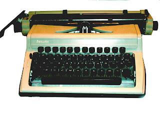 Продам печатную (пишущую) машинку отечественного производства Любава. ФОТО