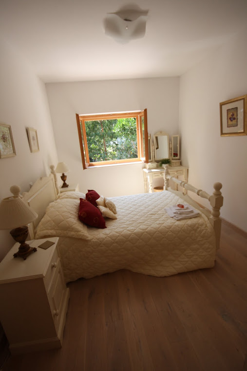 Middle level bedroom