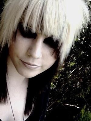 http://1.bp.blogspot.com/_K9MEkgv8FLY/TBbm24HNLEI/AAAAAAAAAbo/u8qJsGJb5pU/s400/Scene+Hairstyles+Trends+2010++.jpg