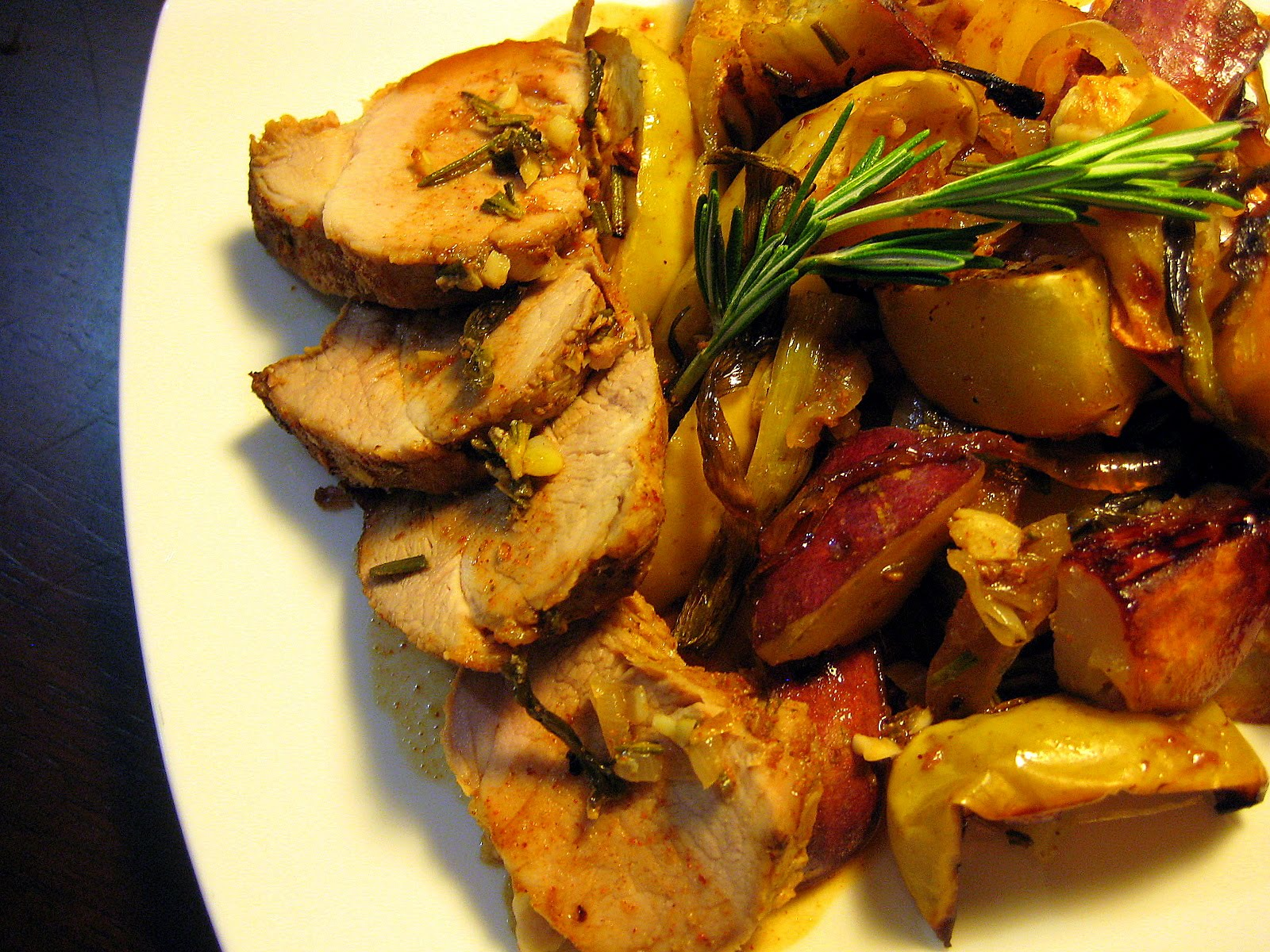 ... : ROASTED SWEET AND SOUR PORK TENDERLOIN WITH SWEET POTATOES & APPLES