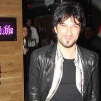 Tarkan captured coming out of Longtable Burjuva Bar in 2009