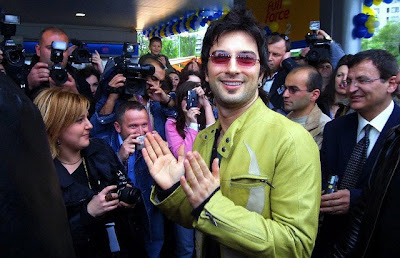 Tarkan during his first visit to Bulgaria as part of the promotion of Opet Aygaz's fuel station, April 28, 2004 © Anton Chalakov