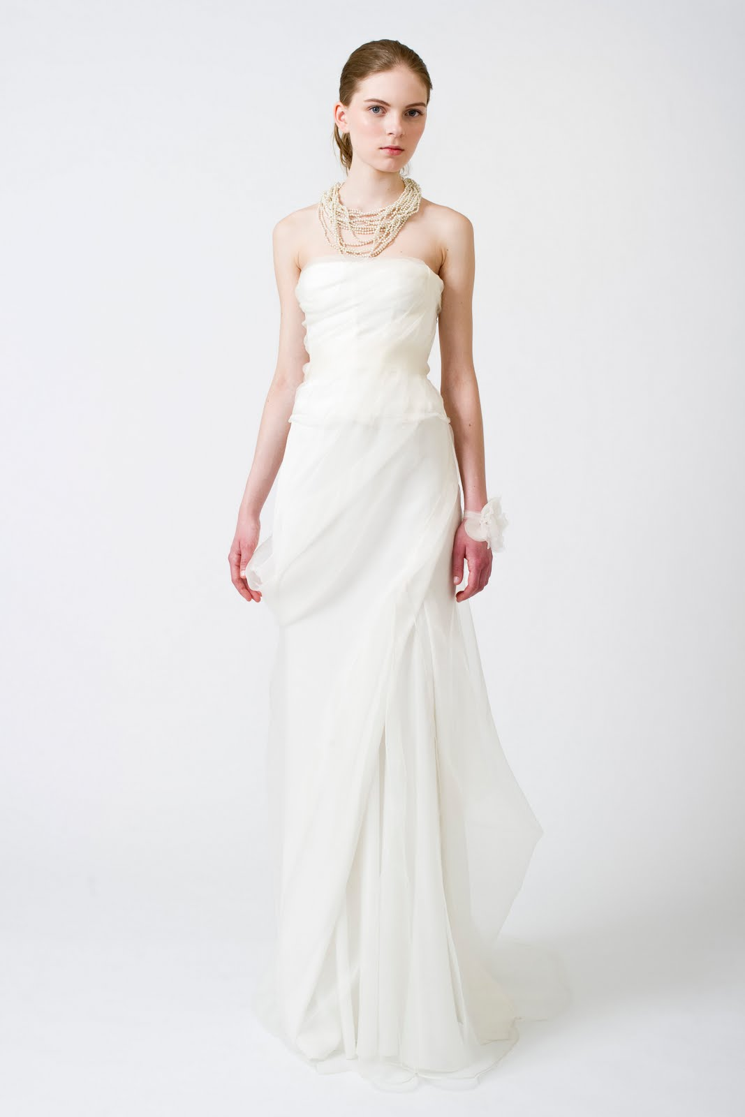 Les petites belles choses vera wang spring 2011 bridal for Vera wang used wedding dress