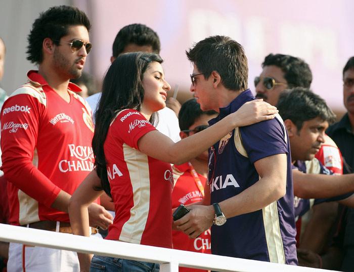 katrina SRK hugs
