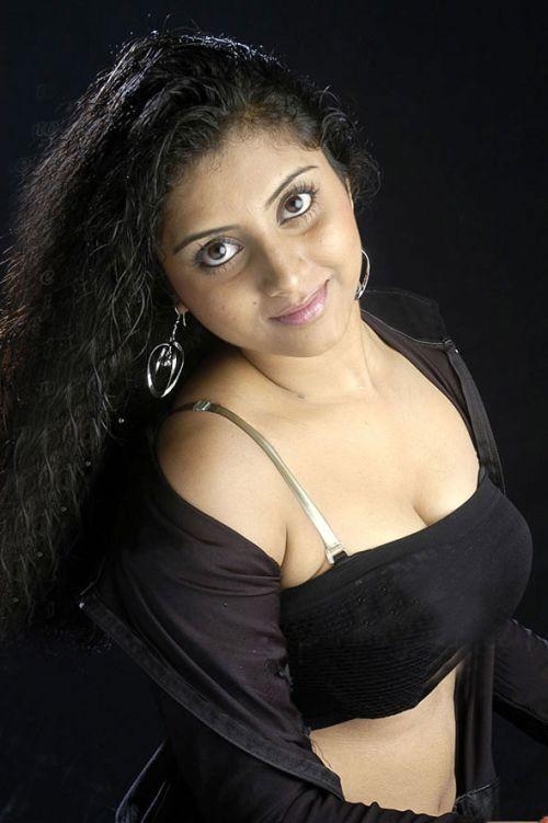 http://1.bp.blogspot.com/_KFpt7pcZGQY/SvabLvFWpeI/AAAAAAAALdM/Xl2RIjQdZy8/s1600/sunita_varma_hot4.jpg