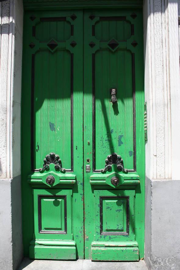 Chapas y cerraduras estilo vintage for Imagenes de puertas de madera antiguas