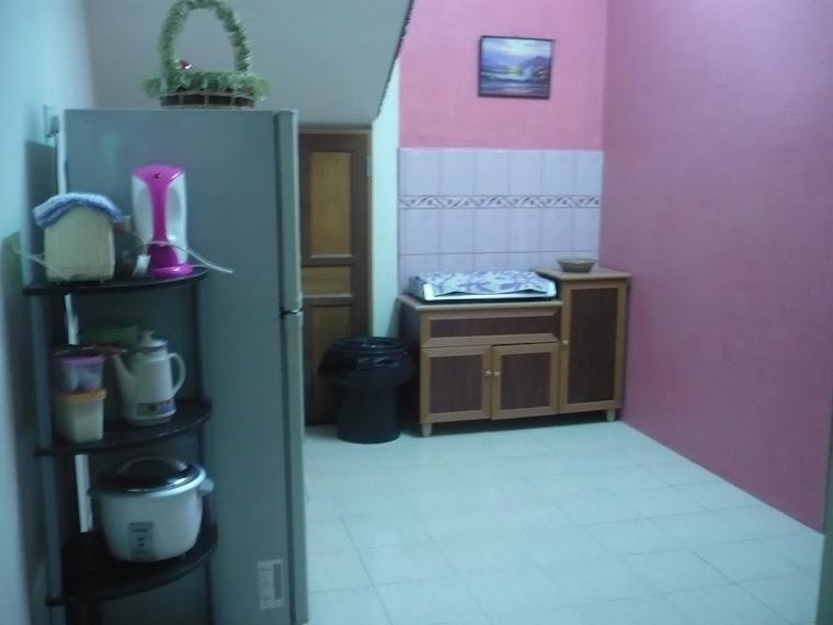 Ruang Dapur yang Lengkap Dengan Kelengkapan Memasak