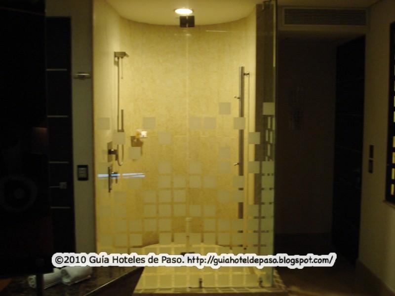 Baño General En Regadera:HOTELES DE PASO DF – CDMX: Hotel Picasso (antes Villas del Parque) en