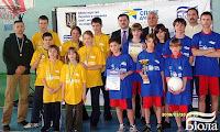 Наша команда (в желтом) среди победителей отборочного этапа и ее руководитель Евгений Алексеевич Мечиков (крайний слева)