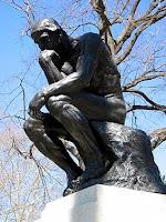 Оказывается, думать так, как изображенный Роденом Мыслитель, не очень продуктивно. Рукой подпирается подбородок и слишком трудно извлечь звук