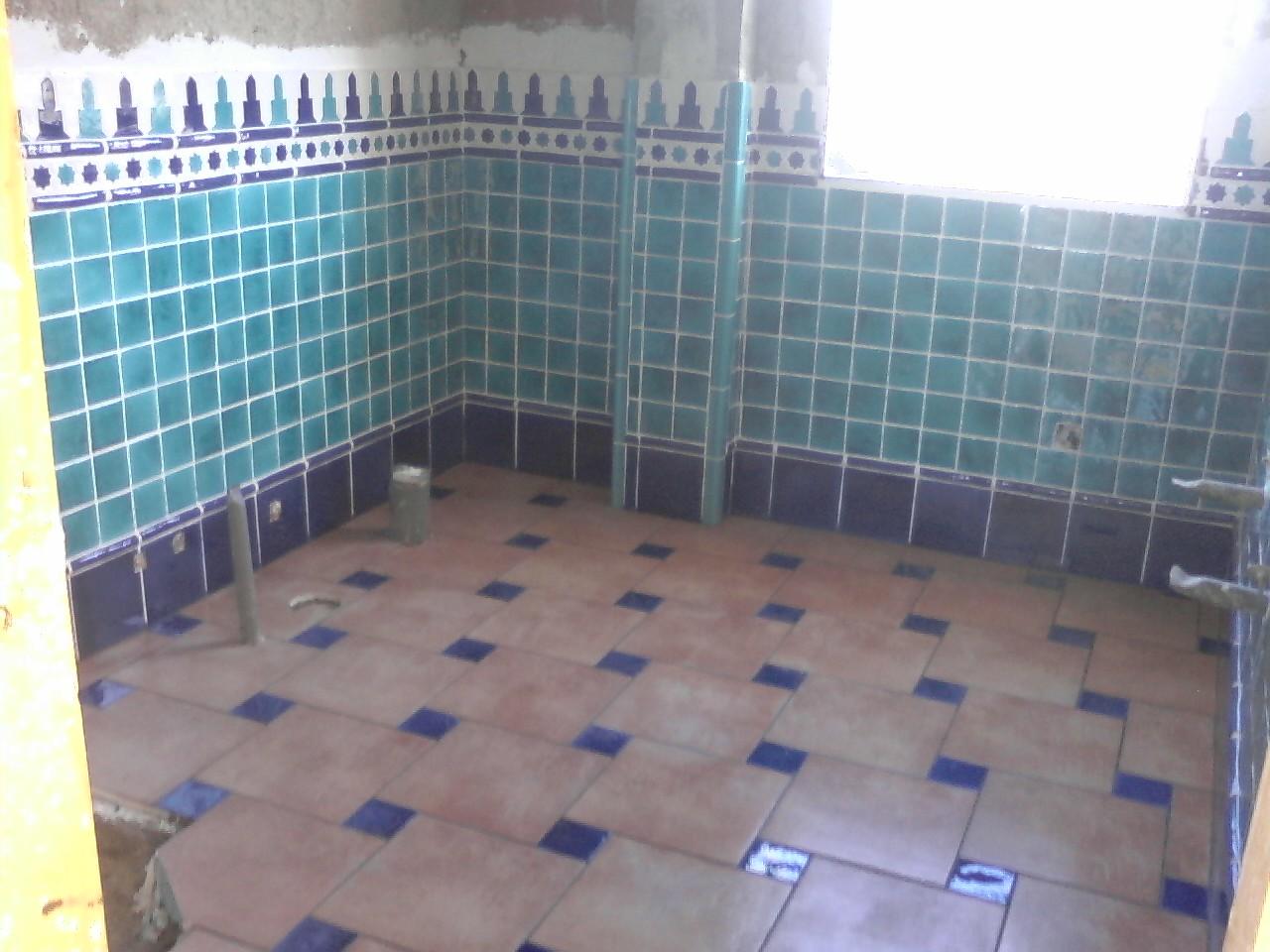 Azulejos Baño Pintados: pintados a mano como todos los azulejos de los tres baños que tiene
