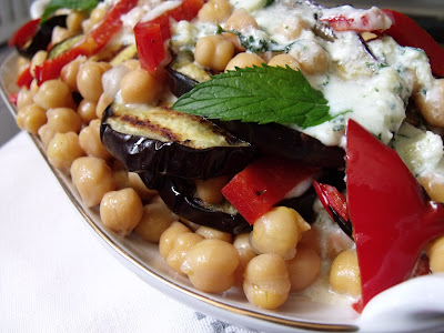 Articole culinare : SALATA DE NAUT SI VINETE(CHICKPEA&AUBERGINE SALAD)