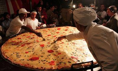 La pizza m s grande del mundo se hizo en brasil asuncion for Mundo pizza la algaba