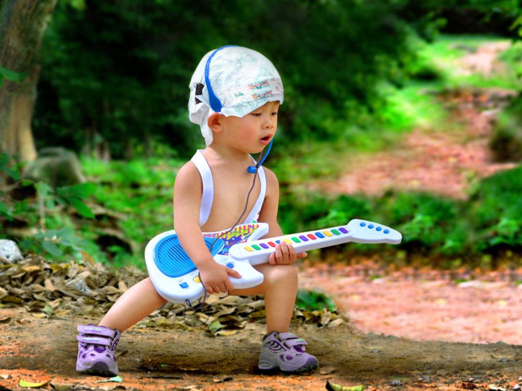 http://1.bp.blogspot.com/_KLJU3hHDGVM/TDhyYr_UCpI/AAAAAAAAC7Q/9cICMeitiAI/s1600/Rockstar-baby_Wallpaper.jpg