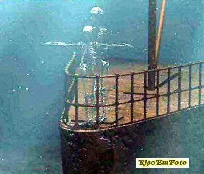 Fotomontagem com cena clássica do filme Titanic