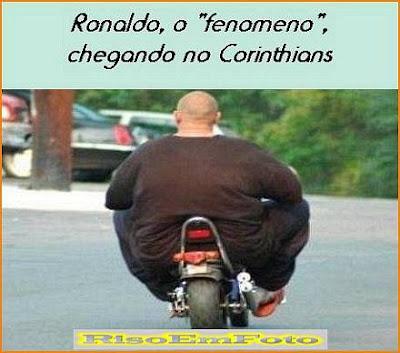 Motociclista gordo parecido com Ronaldo do Corinthians