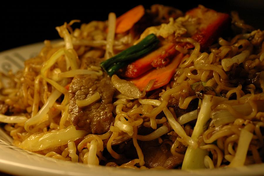 Fried noodles with stir-fry vegetables and sliced mixed meats