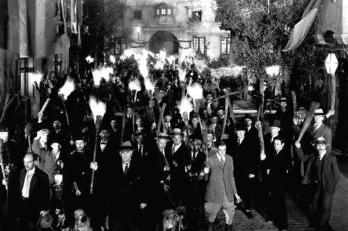Universal+Frankenstein+-+angry+mob.jpg