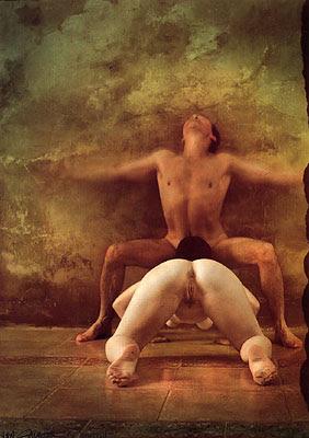 Jan Saudek é um fotógrafo da República Tcheca que trabalha com temas antagônicos, utilizando seu trabalho como forma de expressão. Tendo como inspiração o cineasta Georges Méliès. Com uma certa dose de sexualidade ele cria situações fantásticas e inusitadas, chegando ao bizarro.
