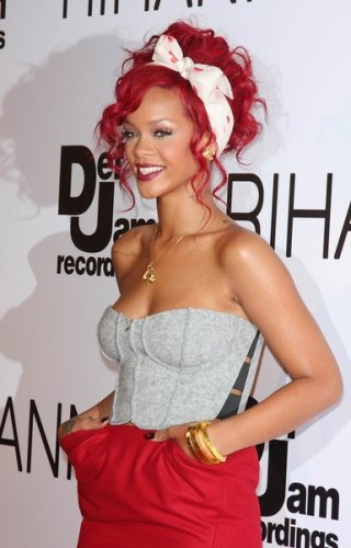 The 2010 American Music Awards pictures of Rihanna red curly hair.