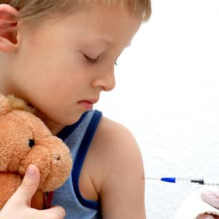 Kapankah Vaksinasi untuk Anak Boleh Ditunda?