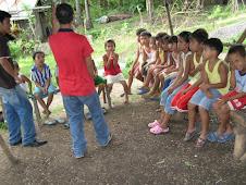 PIBI-B STUDENTS DARWIN AND BRYAN TEACH THE CHILDREN IN NOYNOYEN