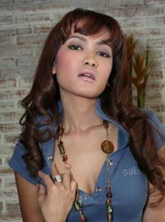 Julia Perez telanjang seksi artis indonesia