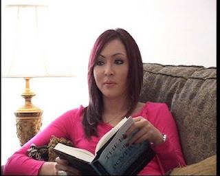 Angelina Sondakh masuk Islam sudah lama menikah Adjie Masaid mantan suami Reza Artamevia