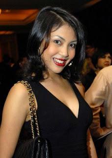 Lusy Rahmawati artis janda cantik sexy, siapa yg beruntung menanti ya