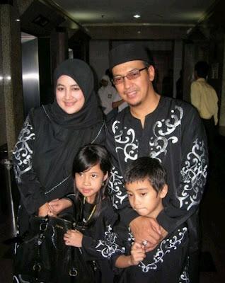 Ustadz Jeffry Al Buchori dan keluarga, dai kondang ustadz gaul mantan artis dan selebritis indonesia pemain sinetron