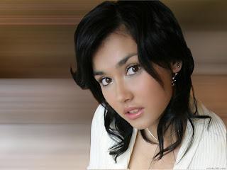 Maria Ozawa telanjang di seputar artis indonesia bersama raditya dika dalam film menculik Miyabi