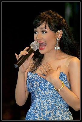 Andien vokalis seksi seputar indonesia artis