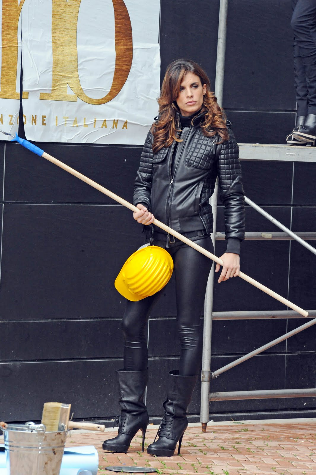 http://1.bp.blogspot.com/_KTqLxxzc3H0/TQJWOHboyNI/AAAAAAAARuc/g6YsaZ9D-ow/s1600/by_mah0ne-Elisabetta_Canalis_Filming_A_Commercial_For_The_Next_Festival_Of_Sanremo_In_Rome_08_12_10_004.jpg