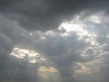 raze printre nori