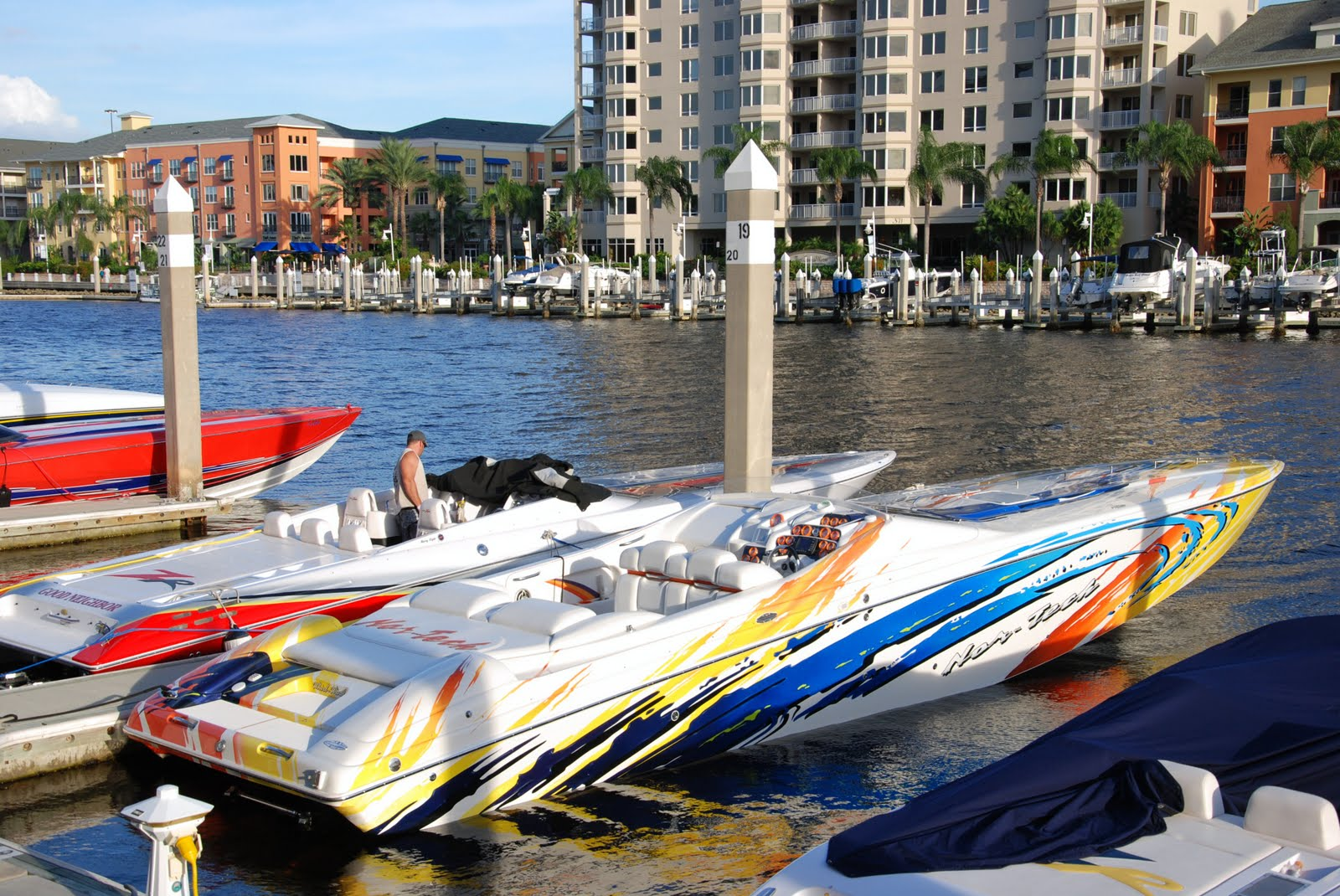 Cool Speed Boats The boat to its left is a Fastest Speedboat In The World