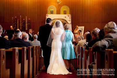 bride walking down aisle with her parents jewish wedding atlanta photojournalistic wedding