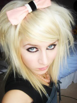 cute blonde hairstyles with bangs. cute blonde hairstyles 2010.