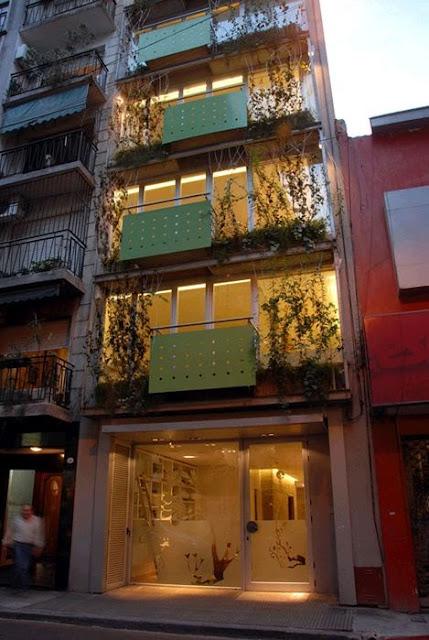 Fachadas angostas fachadas muy estrechas thin house for Casas largas y estrechas