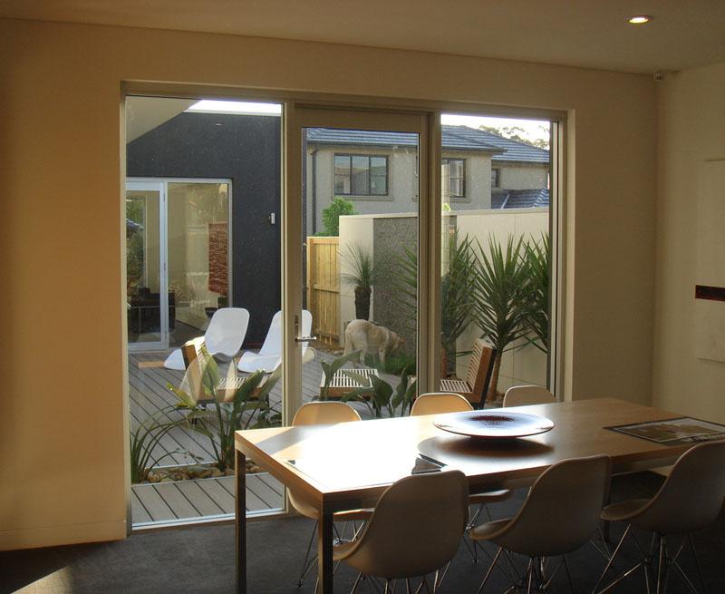 Fachada moderna casas sostenibles fachadas de casas y for Casas modernas vista por dentro
