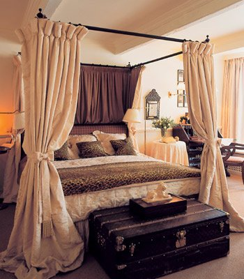 CAMAS CON DOSEL DE VARIOS ESTILOS via www.dormitorios.blogspot.com