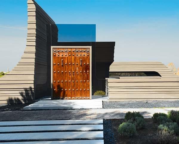 Casa escultura joaquin torres con una fachada original for Modelos de fachadas de viviendas modernas