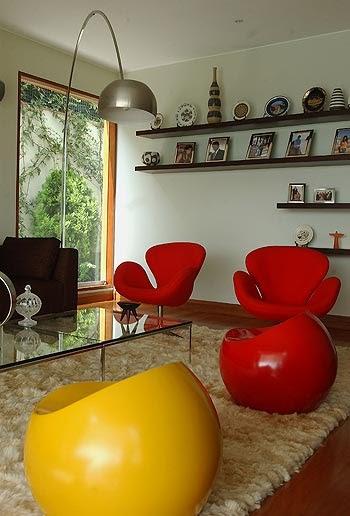 Sala de doble altura comedor y family room salas y for Decoracion de living moderno