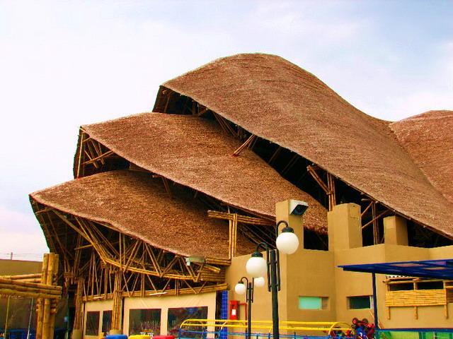 Casas de bambu fachadas de bamboo fachadas de casas y casas por dentro - Construcciones baratas ...