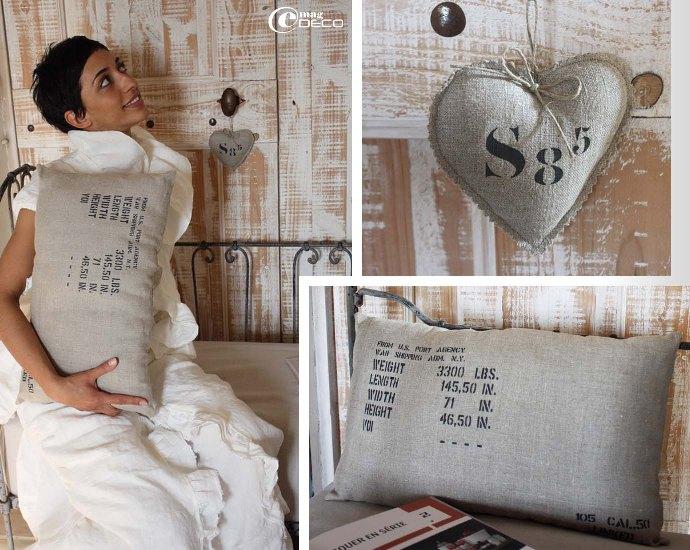 Déborah, assise sur un vieux lit en fer forgé, nous présente des articles de Zinc et Grisaille