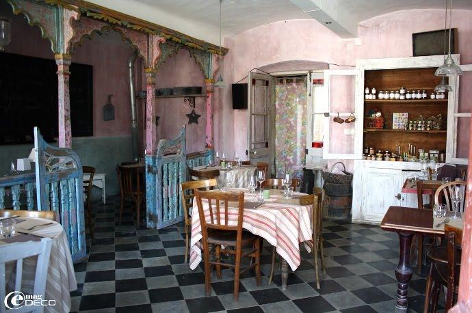 Salle de restaurant et épicerie bio « agitato » à Barjac