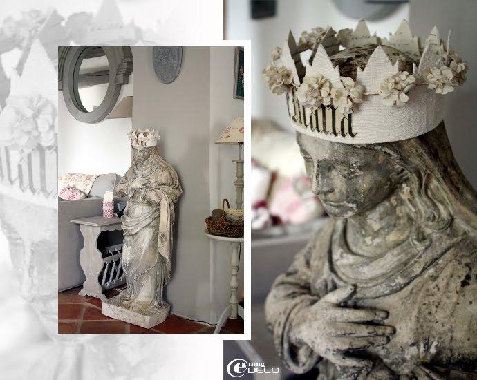 Une madone en pierre chinée s'invite dans les intérieurs d'un mas provençal